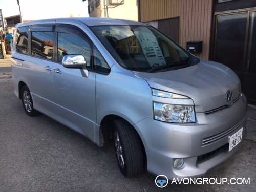 Used 2010 Toyota Voxy for Sale in Japan #13695