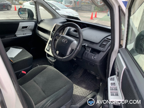 Used 2013 Toyota NOHA for Sale in Suriname #14190